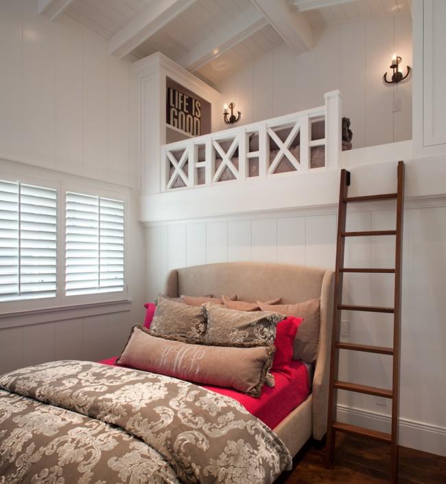 Même sur fond de murs blancs, vous pouvez créer un design de chambre unique, spectaculaire, lumineux et non trivial en utilisant des éléments lumineux et contrastés.