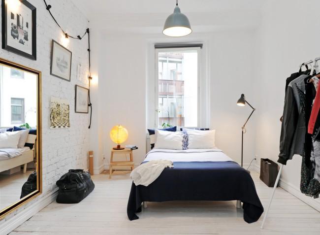 La couleur bleue à l'intérieur de la chambre peut apporter de la fraîcheur et diversifier le design de la pièce.