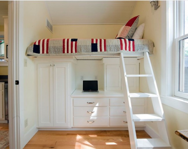 Éléments de décoration, meubles ou textiles - tout cela aidera parfaitement à diluer la palette de couleurs claires de votre pièce, à apporter des couleurs et de la luminosité dans la vie de tous les jours.