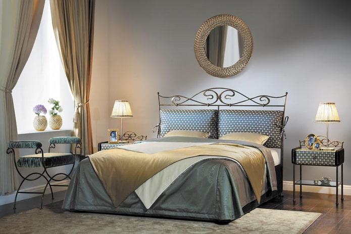 lit avec une tête de lit moelleuse à l'intérieur