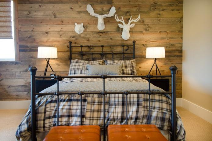 lit avec tête de lit en fer forgé à l'intérieur