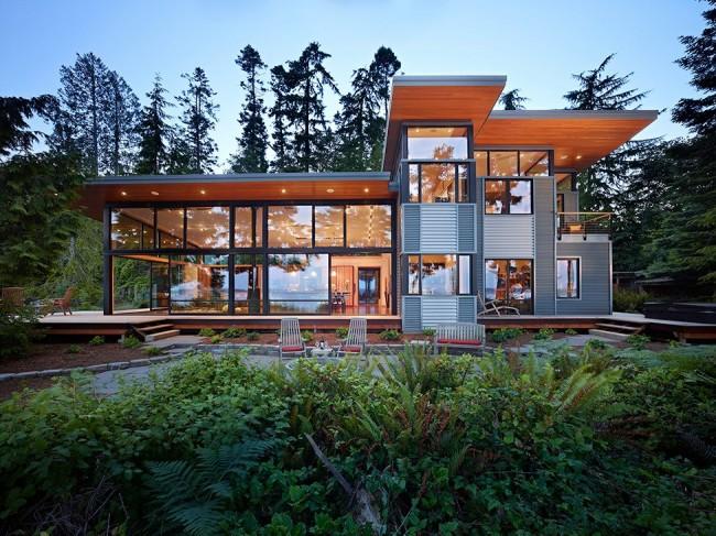 Maison de campagne high-tech aux murs de verre