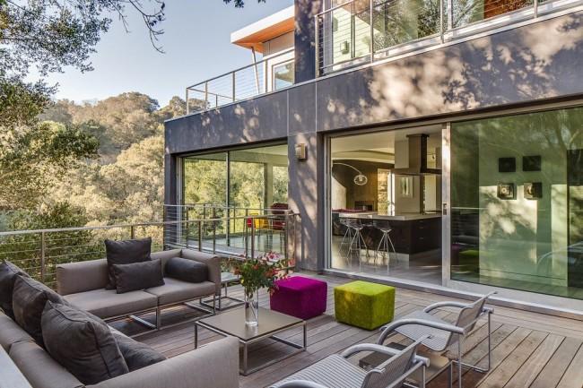 Terrasse de maison high-tech confortable