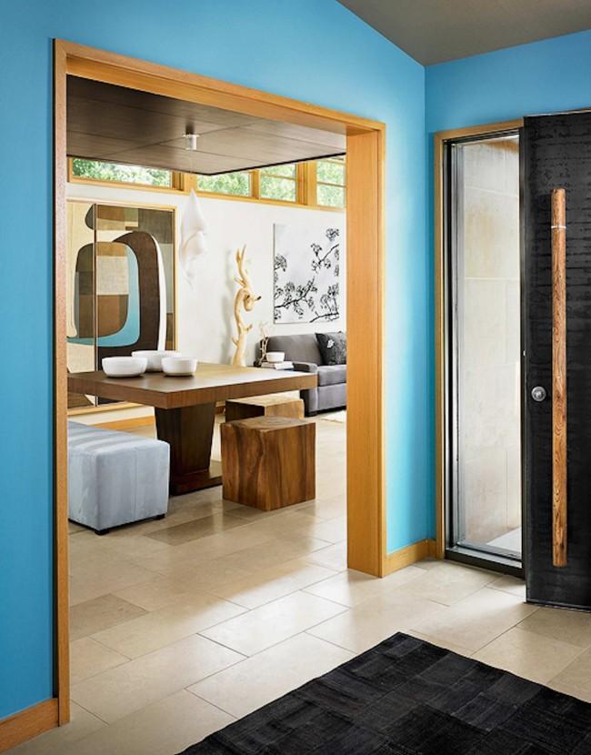 Le style japonais trouvera également facilement son application dans le couloir.  L'essentiel est la simplicité, la sévérité des lignes et la beauté des matériaux naturels.