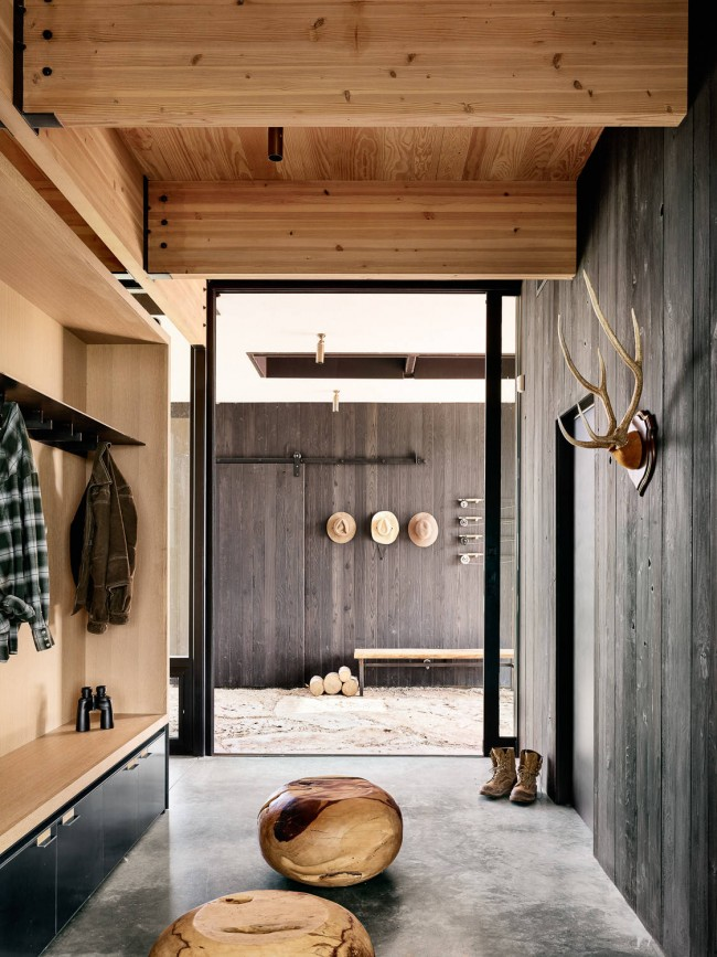 Un mélange de modernité fonctionnelle et de simplicité rustique