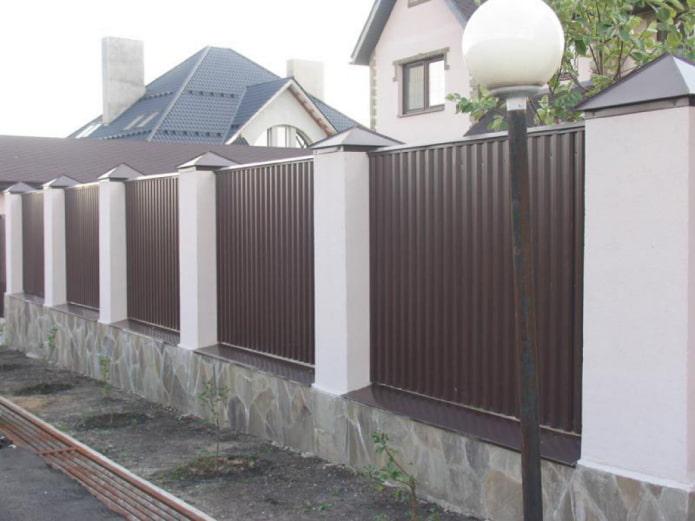 Clôture en carton ondulé pour la maison