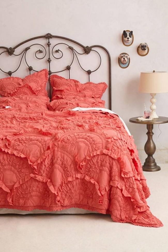 Les lits en fer forgé s'intègrent parfaitement dans l'intérieur classique de la chambre et lui confèrent une aristocratie européenne