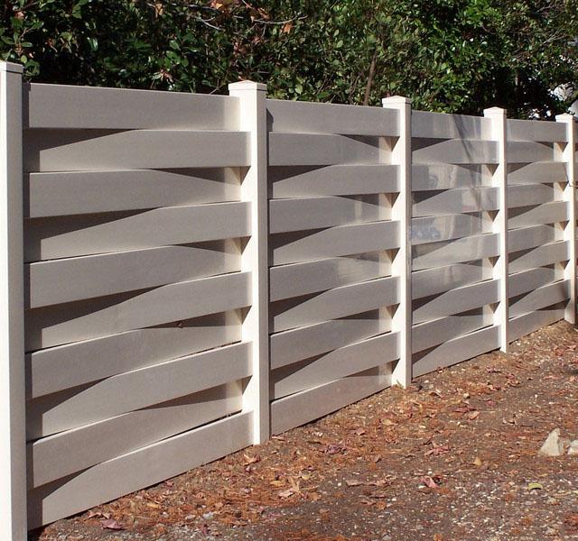 Version économique, mais non moins belle, d'une clôture en plastique