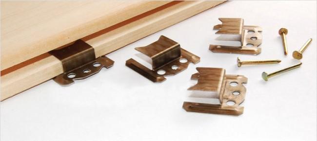 Pour faciliter l'installation de la doublure, un kleimer est utilisé