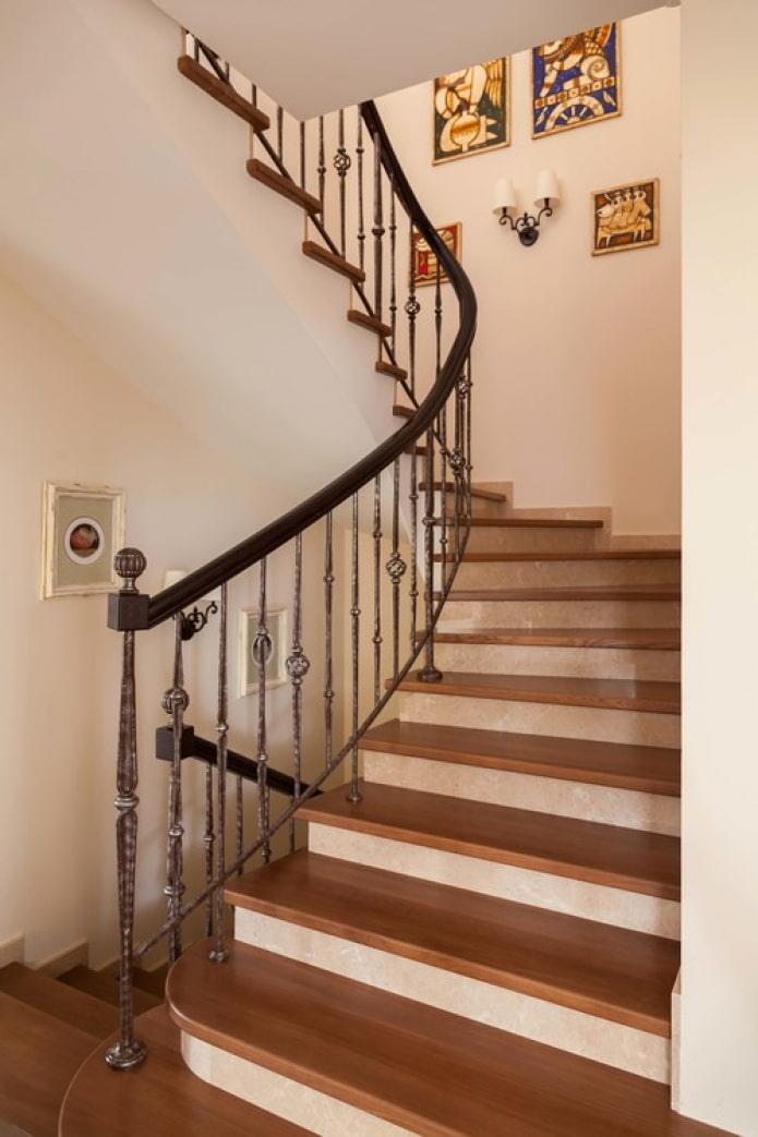 escaliers en bois et métal