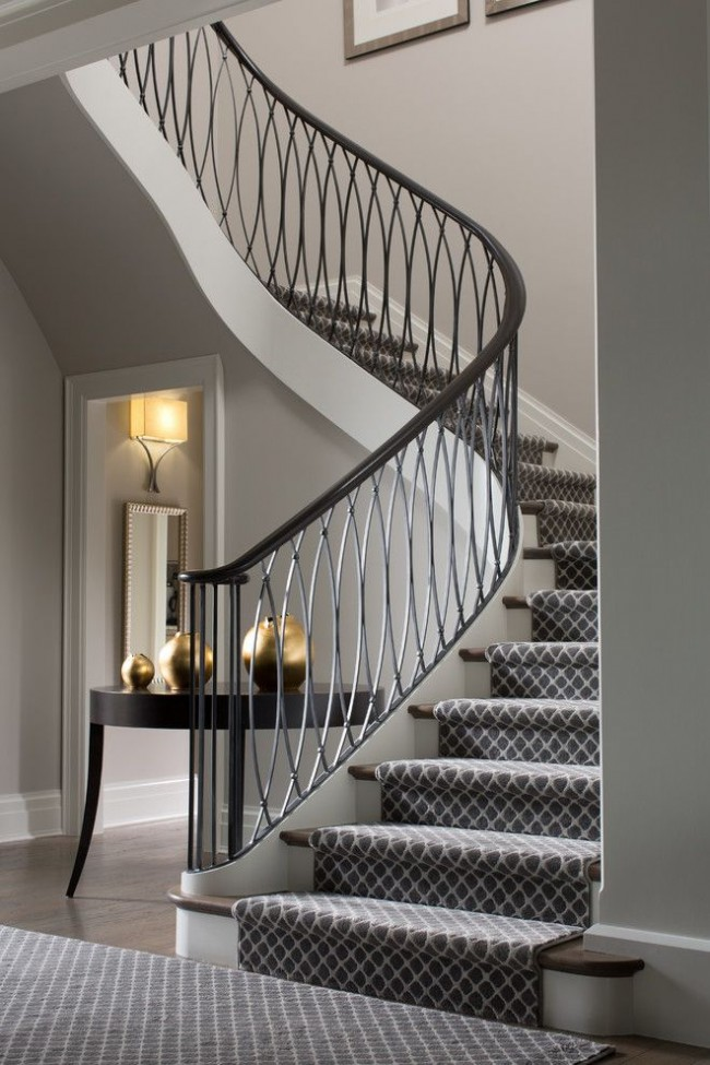 Escalier avec d'élégantes mains courantes Art Déco