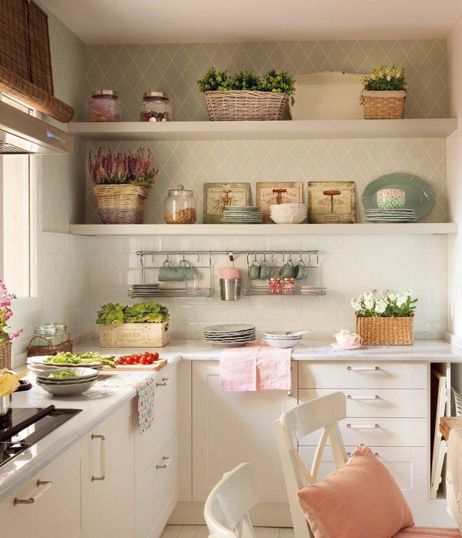 La prédominance des couleurs beige et pastel dans la cuisine provençale