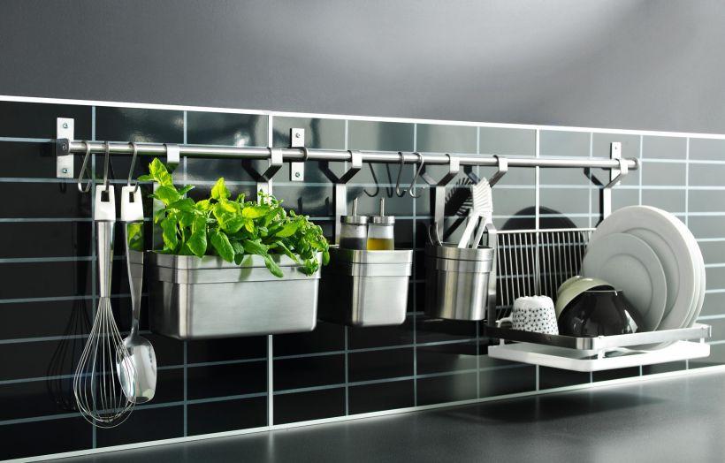 Systèmes de garde-corps pour cuisines modernes : variété de configurations et d'accessoires