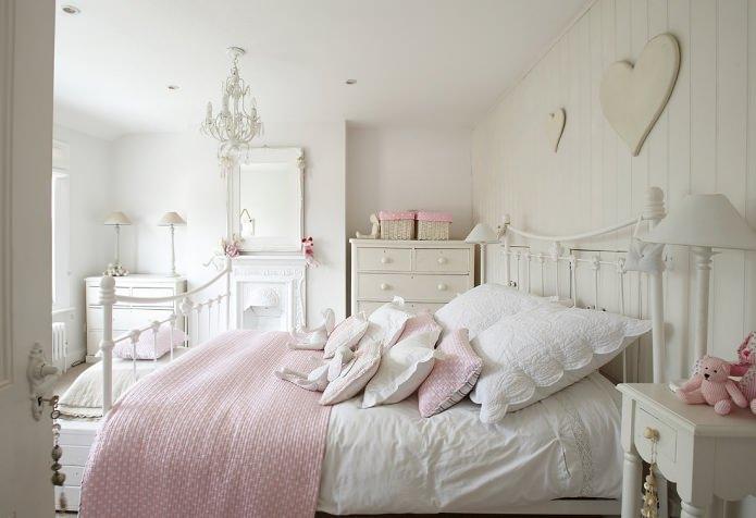 chambre blanche et rose