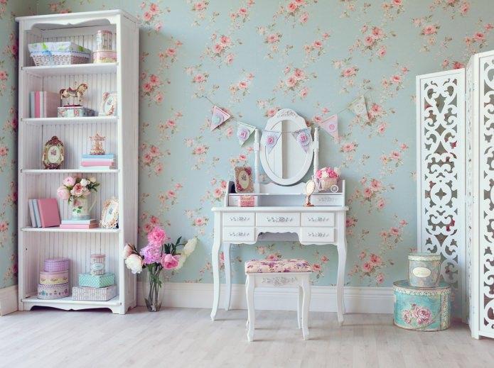 intérieur délicat d'une chambre d'enfants avec une coiffeuse