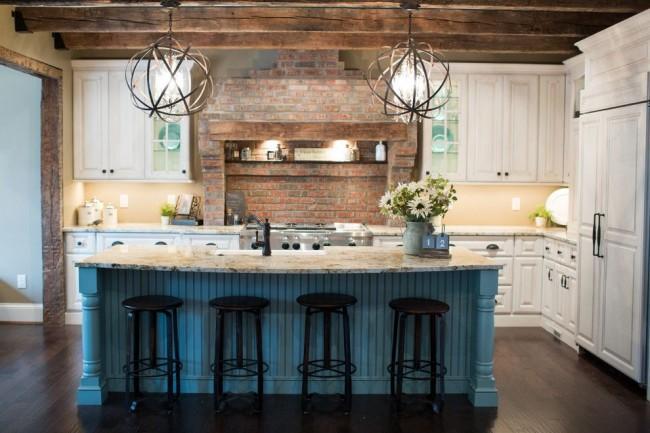 Le design le plus populaire d'une cuisine d'angle est la présence d'une table au milieu, dans laquelle vous pouvez installer un évier, un poêle, ou simplement le laisser comme plan de travail supplémentaire.