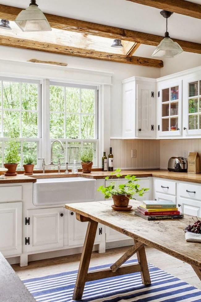 Version campagnarde d'une petite cuisine d'angle