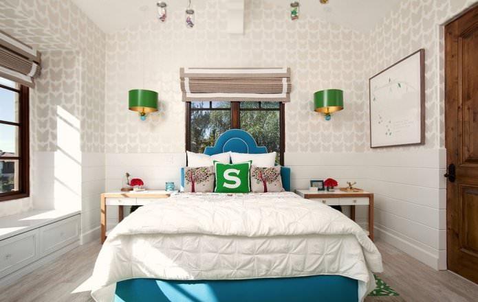 papier peint beige avec un motif dans la chambre