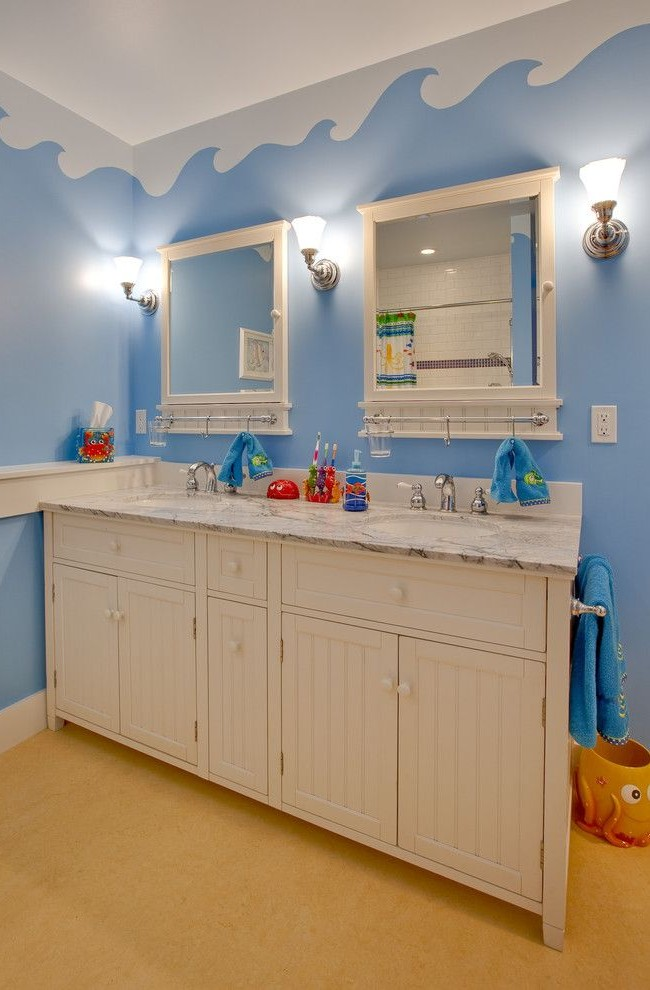 Deux miroirs dans la salle de bain des enfants - et pas de disputes ni de files d'attente le matin