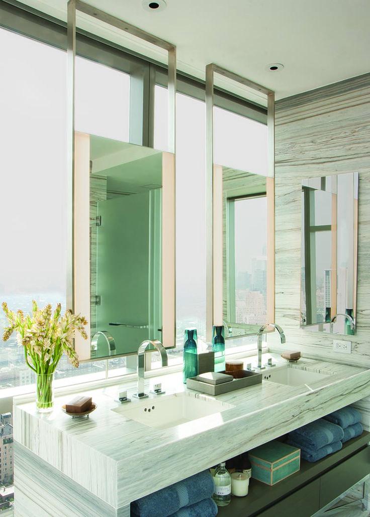 Le miroir est un élément essentiel de toute salle de bain