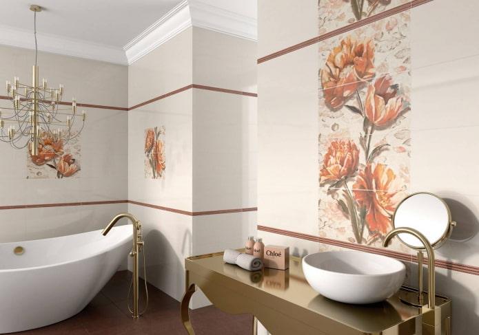 carreaux sur les murs à l'intérieur de la salle de bain