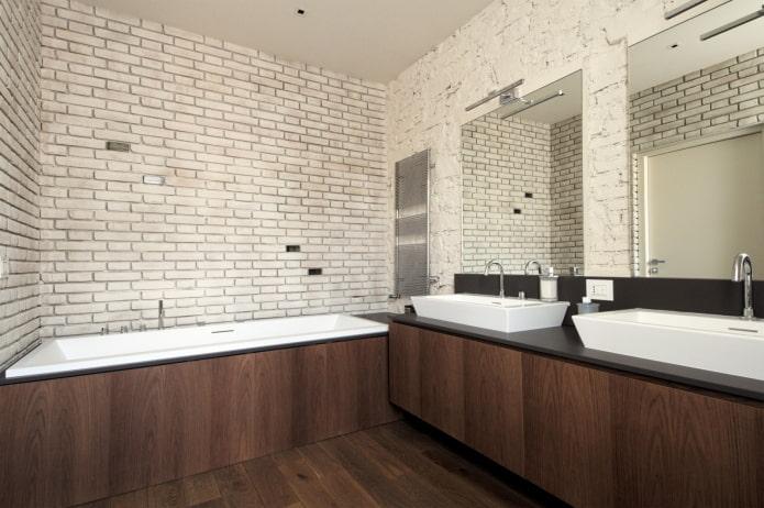 murs de briques à l'intérieur de la salle de bain