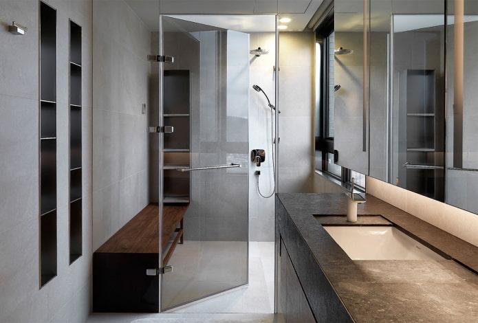 mur de verre à l'intérieur de la salle de bain