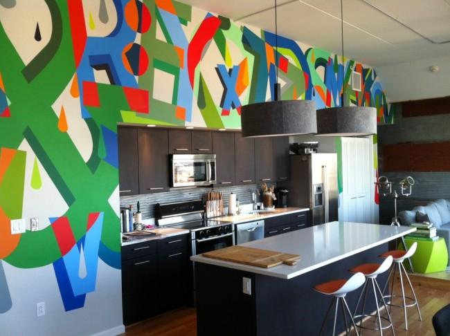 Le papier peint coloré dominera le décor de la cuisine