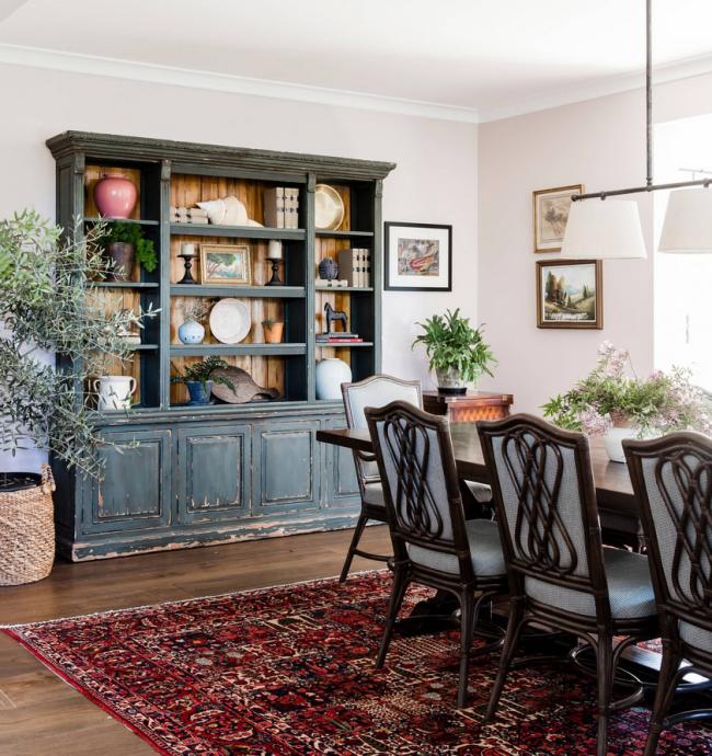 Les meubles anciens sont l'un des fondements de l'intérieur