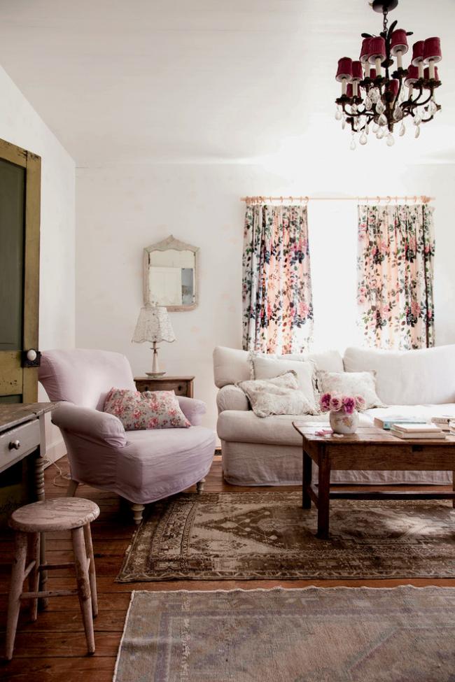 Une seule palette de couleurs harmonieuses est la base du confort de style shabby
