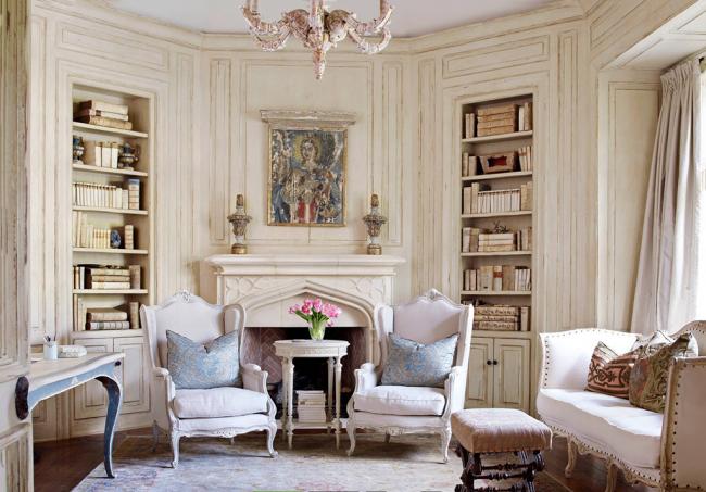 Les meubles peuvent être soit des antiquités, soit complètement neufs, mais rendus « antiques »