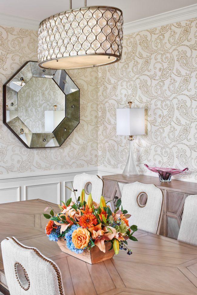 Papier peint clair avec des concombres turcs dans la salle à manger