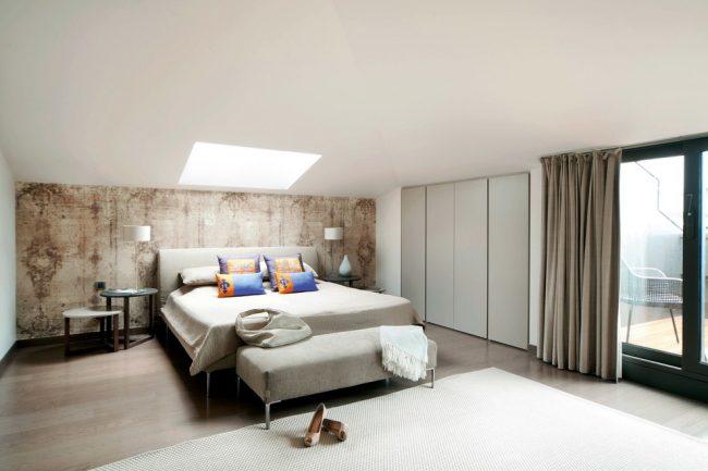 Beige - nuance brune sur le mur en surbrillance en tête de lit
