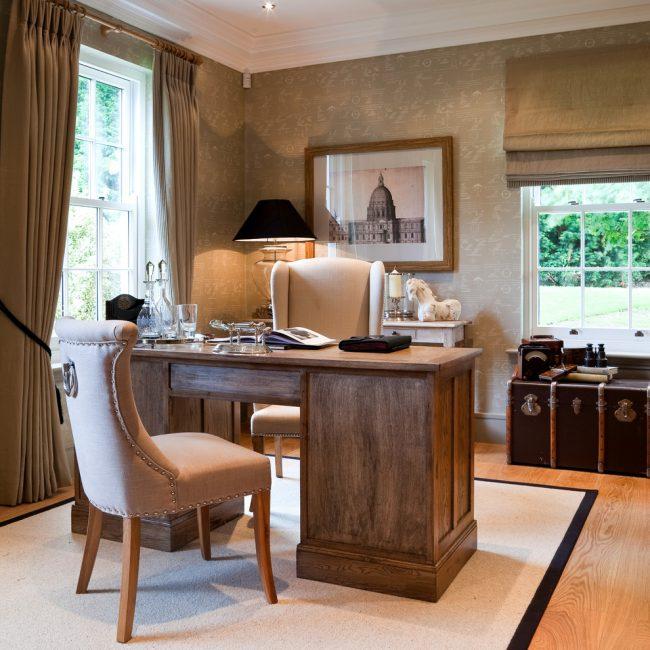 Le beige juteux chaud est parfait pour un bureau à domicile