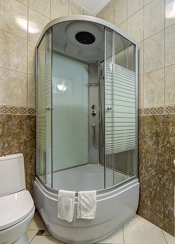 Cabine de douche semi-circulaire