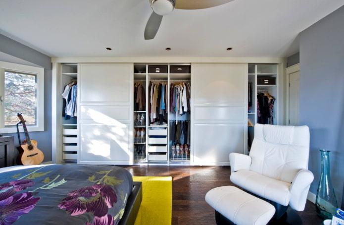 Remplissage intérieur de l'armoire