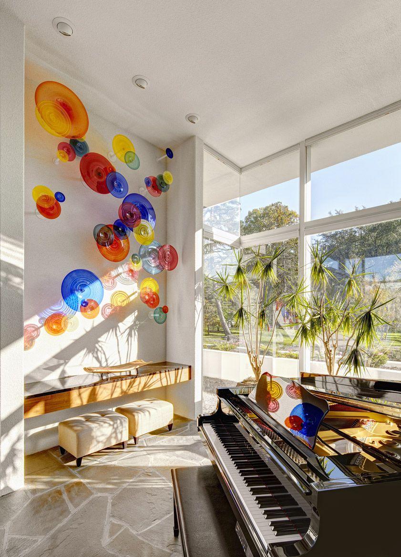 Composition inhabituelle de vases en verre multicolores