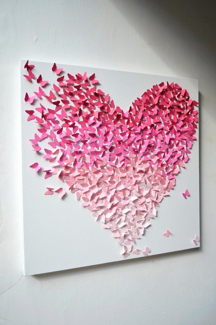 Papillons de toutes les nuances de rose en forme de coeur