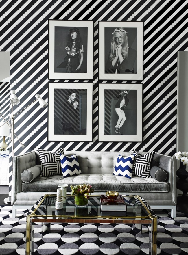 Une solution insolite pour ceux qui aiment expérimenter : faites courir les rayures habituelles en diagonale et votre salon changera radicalement d'ambiance pour une ambiance plus claire
