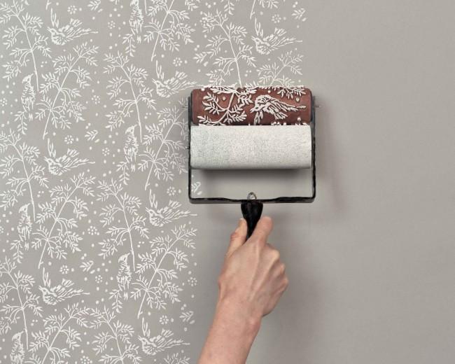 La technologie consistant à dessiner une image sur les murs avec un tel rouleau est assez simple et peu courante.