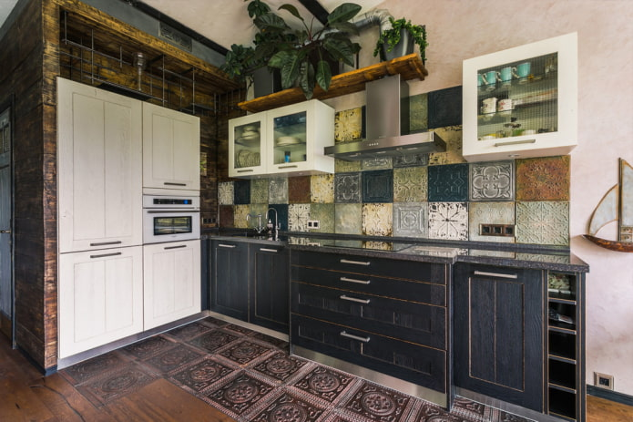 carreaux sur les murs à l'intérieur de la cuisine
