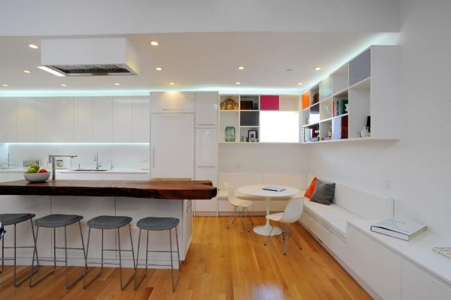 Canapé, table et chaises intégrés blancs