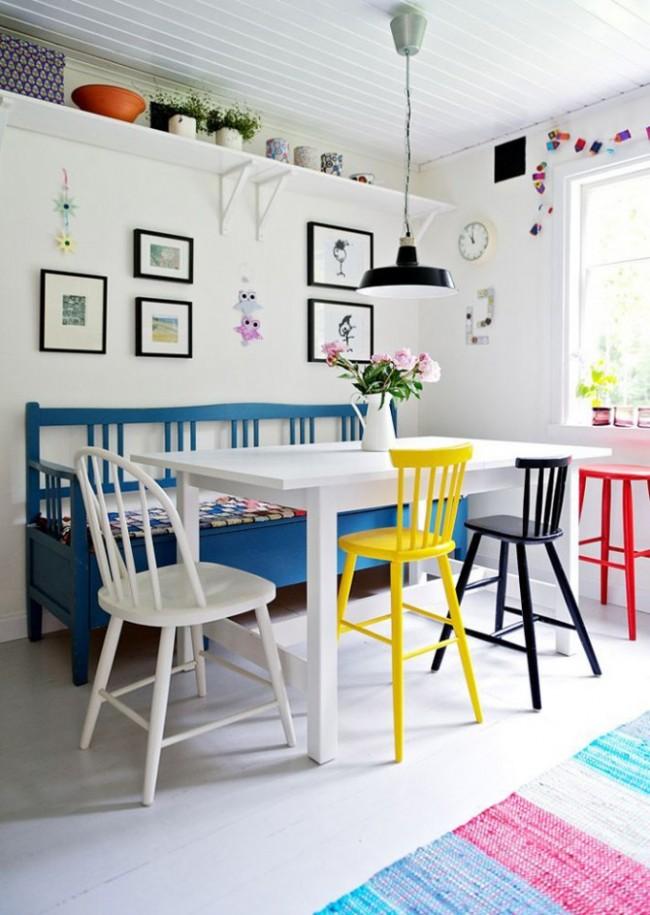 Un canapé en forme de banc est idéal pour une maison de campagne, une maison de campagne ou un appartement de style champêtre