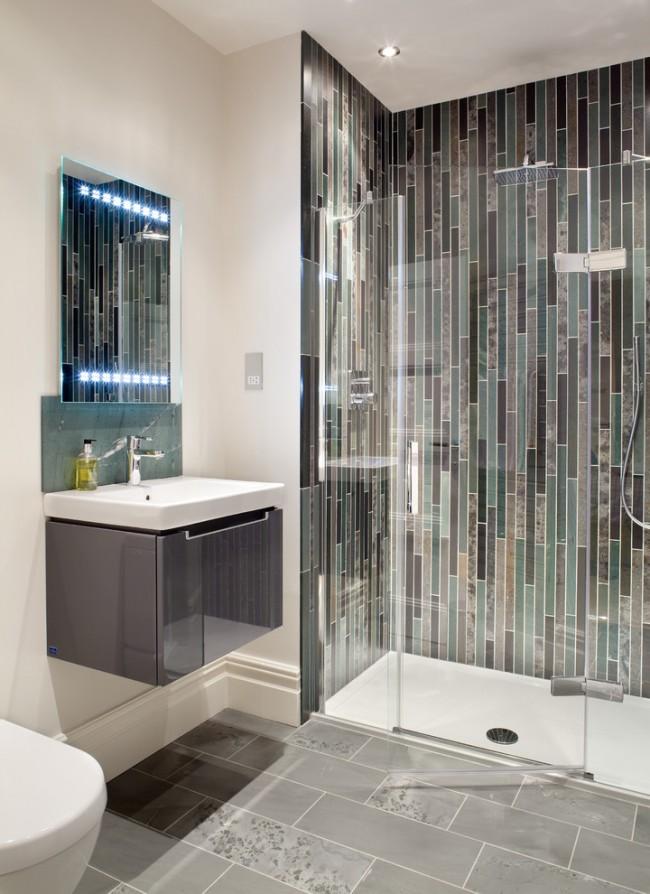 Une mosaïque avec des carreaux oblongs dans un design vertical aidera à étirer l'espace visuellement vers le haut
