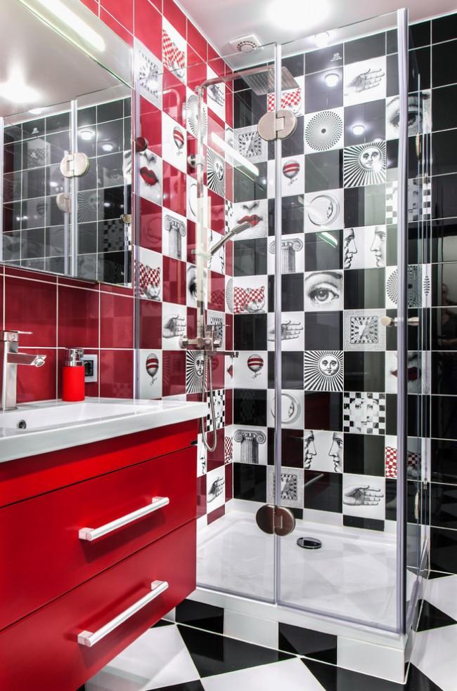 Les carreaux rouges et noirs ont fière allure dans la décoration des sanitaires