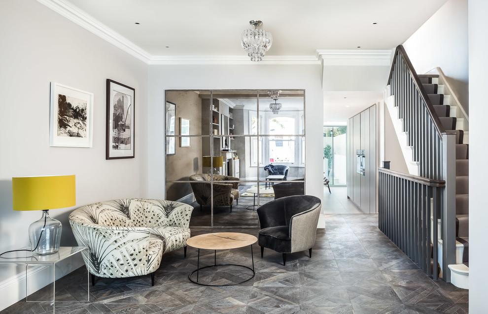 Salon d'une maison privée, décoré dans un style classique moderne