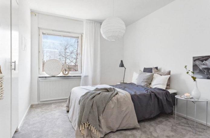 Chambre à coucher blanche et grise