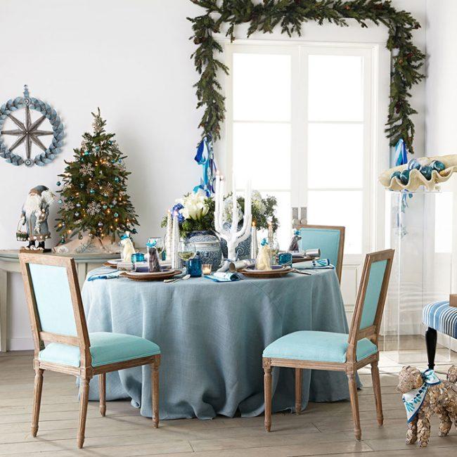 Lors de la décoration d'une maison pour le Nouvel An, vous devez vous assurer que la composition globale est du même style.