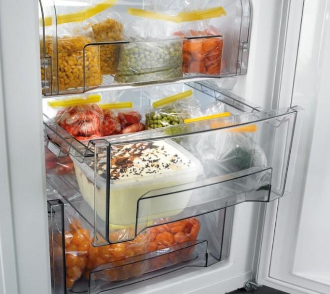 Une bonne façon de se débarrasser des mites dans les aliments est de les mettre au réfrigérateur-congélateur pendant 1 semaine.  Vous pouvez faire la même chose avec les vêtements.
