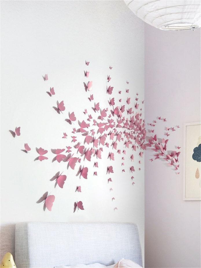 papillons sur deux murs